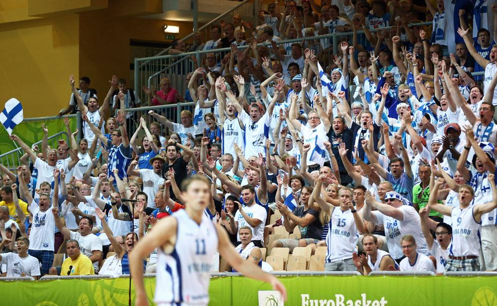 finland-basketball-team-Susijengi-fans